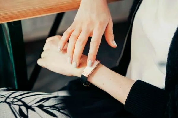 Track your feelings and tap to pay all with Zenta, the smart emotion-tracking wearable
