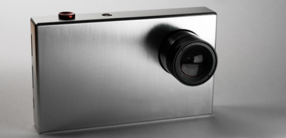 Tiny1 compact camera specializes in shooting stars