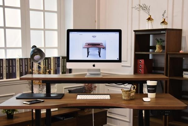 The Gaze desk sets its sights beyond other standing desks