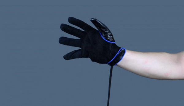 The PowerClaw brings back Nintendo cool, snaps at more immersive VR